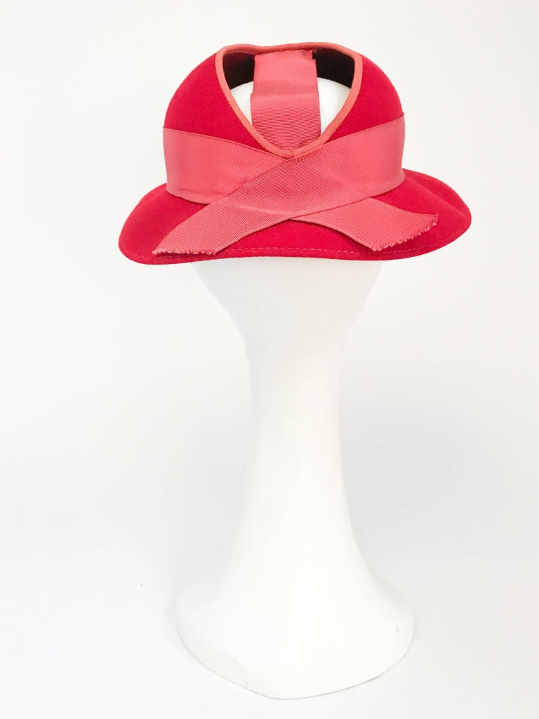 Women's 1930s Red Felt hat with Hand Painted Ski Buttons For Sale