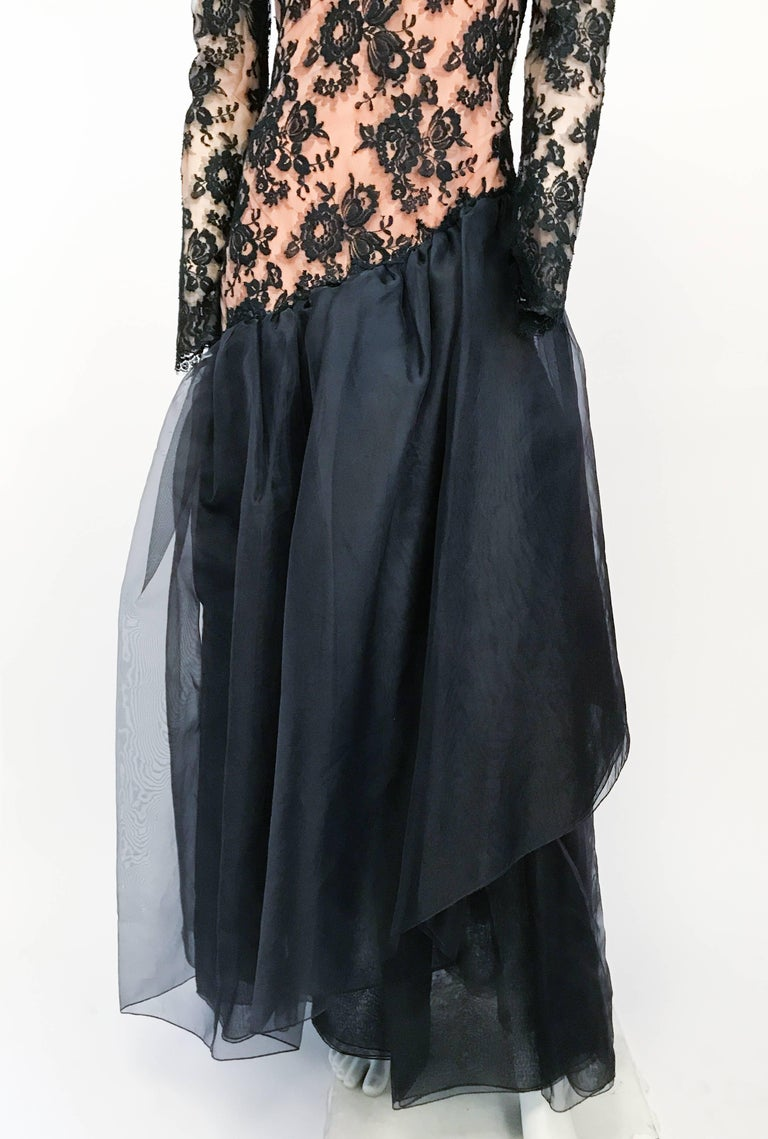 1980s Travilla Black Floral Lace Dress In Good Condition For Sale In San Francisco, CA