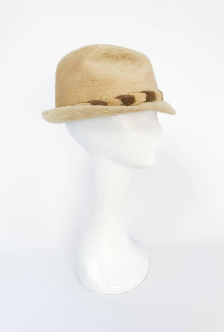 Beige 1960s Tan Beaver Felt hat with Two-Tone Band For Sale