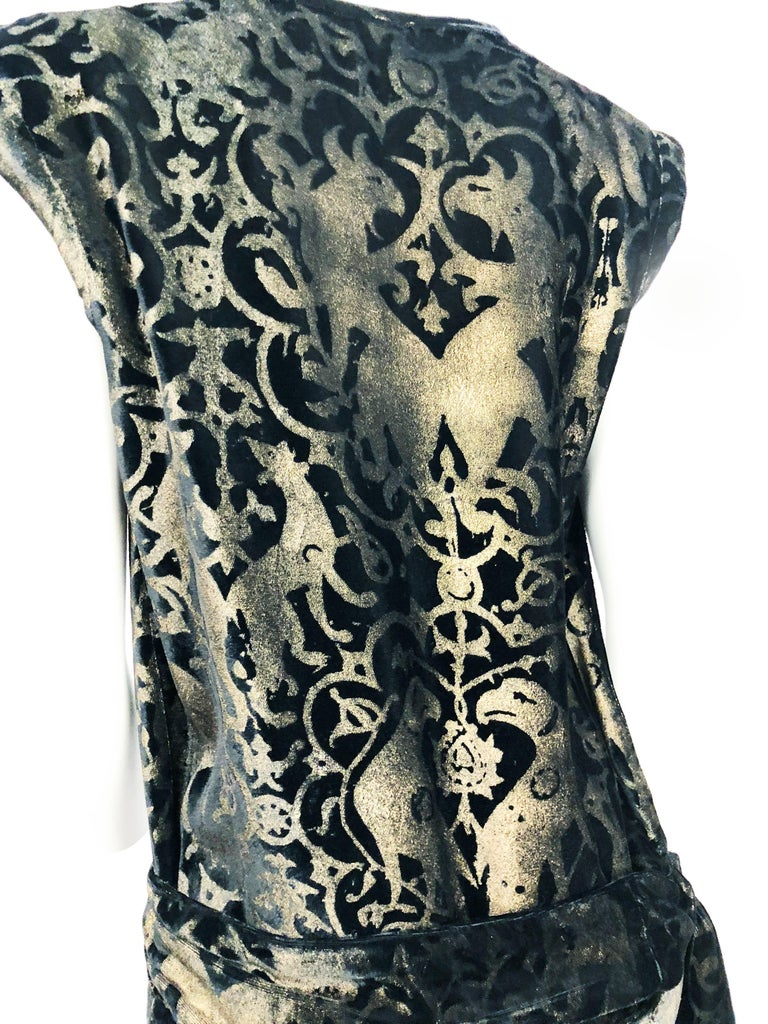Maria Gallenga Black Silk Velvet Dress with Hand-Stenciled Novelty print, 1920s  For Sale 3