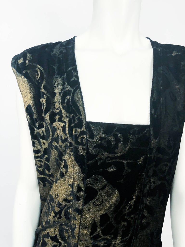 Maria Gallenga Black Silk Velvet Dress with Hand-Stenciled Novelty print, 1920s  In Good Condition For Sale In San Francisco, CA