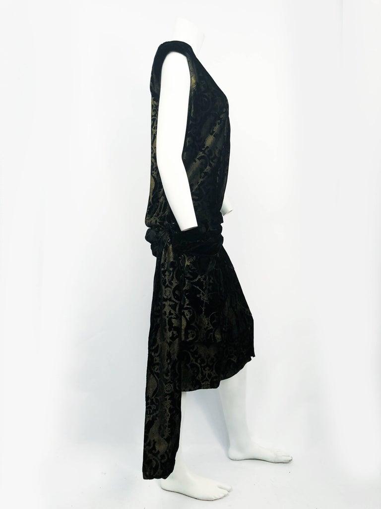 Maria Gallenga Black Silk Velvet Dress with Hand-Stenciled Novelty print, 1920s  For Sale 1