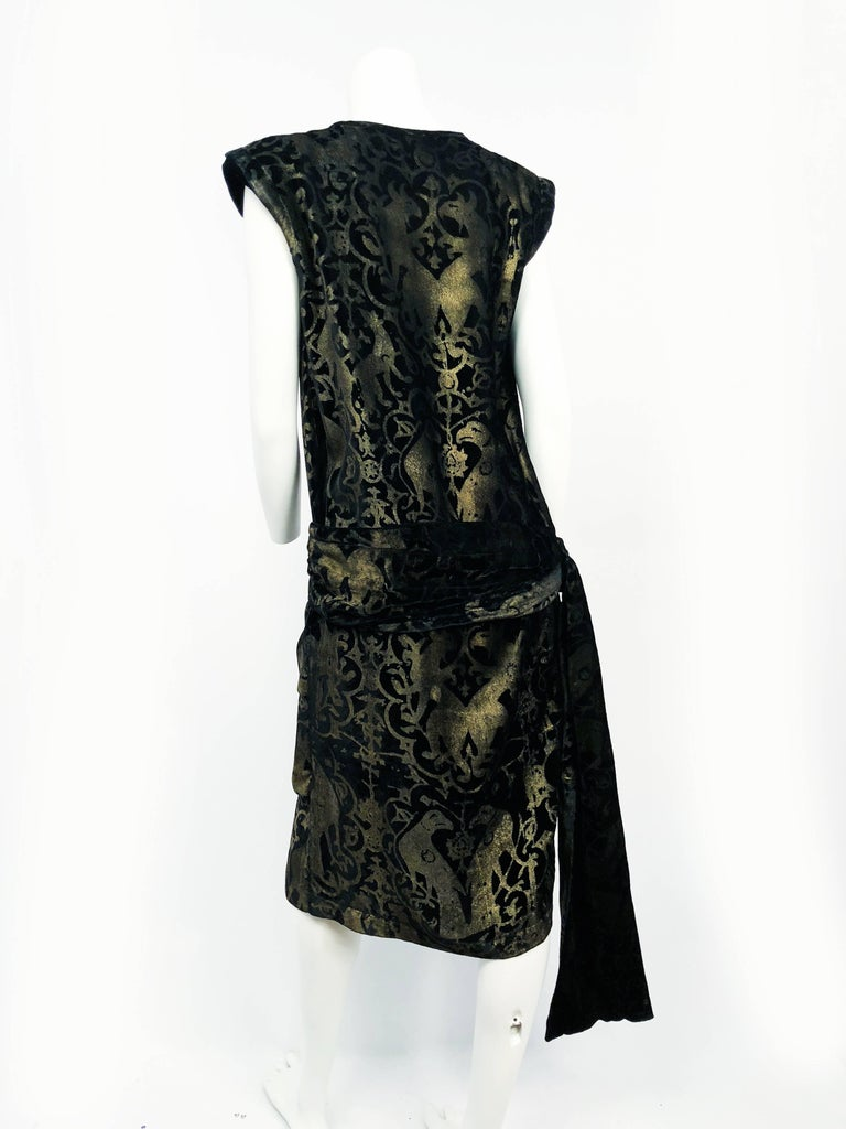 Maria Gallenga Black Silk Velvet Dress with Hand-Stenciled Novelty print, 1920s  For Sale 2