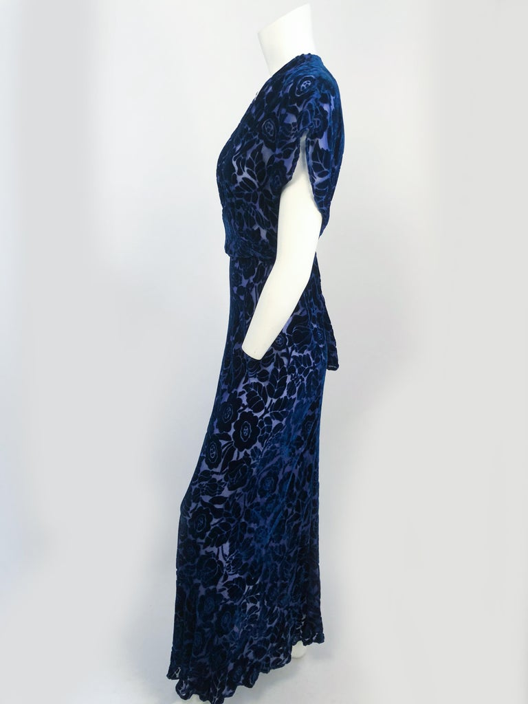 Royal Blue Art Deco Cut Velvet Gown, 1930s  In Good Condition For Sale In San Francisco, CA