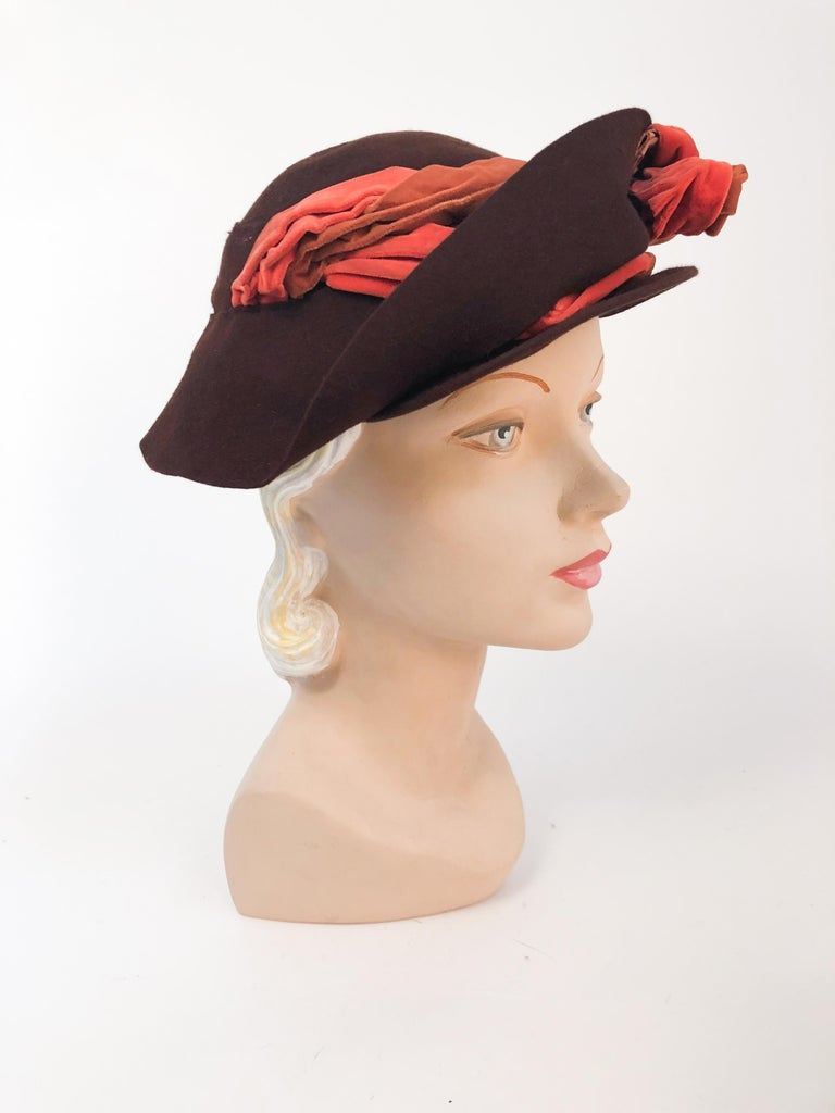 1930s Brown Fur Felt Hat with Multi-toned Cotton Velevet Twisted Accent In Fair Condition For Sale In San Francisco, CA