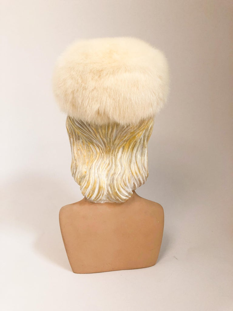 1960s White I. Magnin Mink Fur Hat In Good Condition For Sale In San Francisco, CA