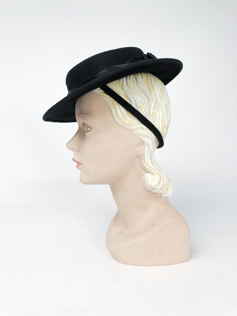 1940s Black Cashmere Hat With Silk Satin Band and Rhinestone Accent In Good Condition For Sale In San Francisco, CA