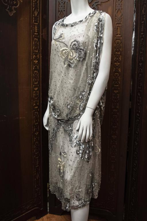 1920s Silver Lace Sequinned Dress In Excellent Condition For Sale In San Francisco, CA
