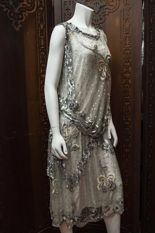 1920s Silver Lace Sequinned Dress For Sale 4