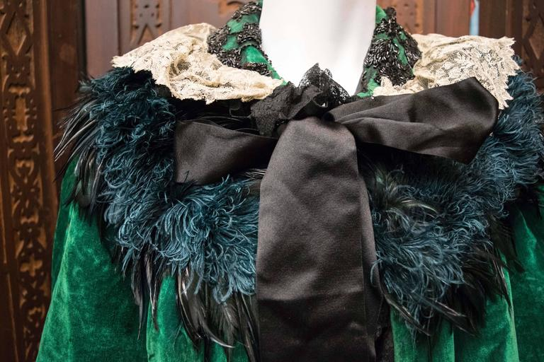 Green Velvet Victorian Cape In Good Condition For Sale In San Francisco, CA