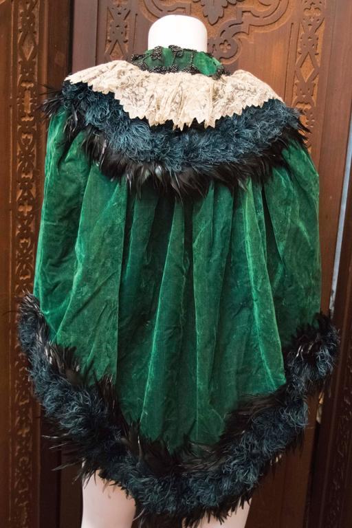 Women's Green Velvet Victorian Cape For Sale