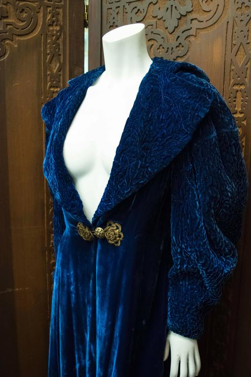 Women's 1930s Blue Velvet Opera Coat For Sale