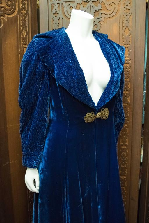 1930s Blue Velvet Opera Coat For Sale 2