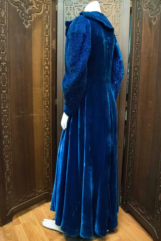 1930s Blue Velvet Opera Coat In Excellent Condition For Sale In San Francisco, CA