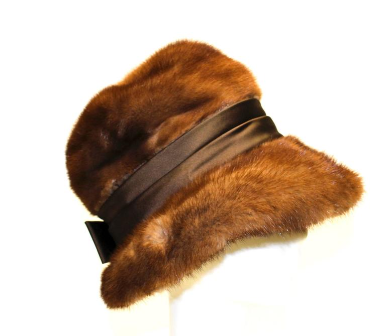 60s mink hat with satin ribbon and bow. Fully lined 
