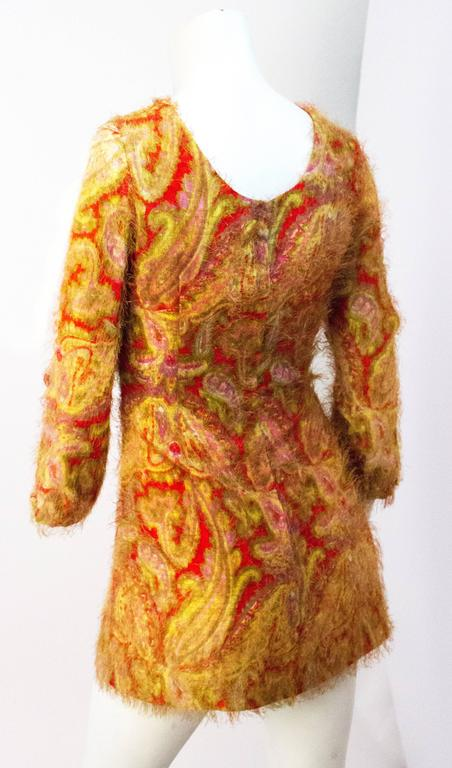 60s Paisley Print Novelty Fabric Mini Dress with Cutout Sleeves In Good Condition For Sale In San Francisco, CA