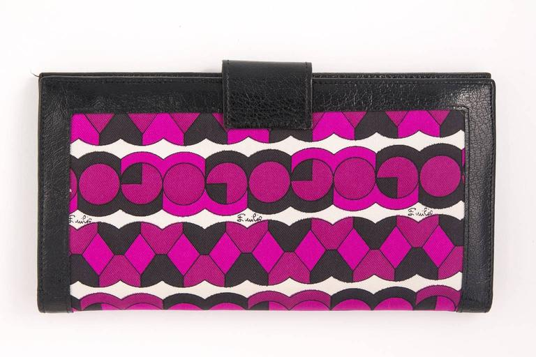 Vintage Emilio Pucci logo clutch wallet  In Good Condition For Sale In Stamford, CT