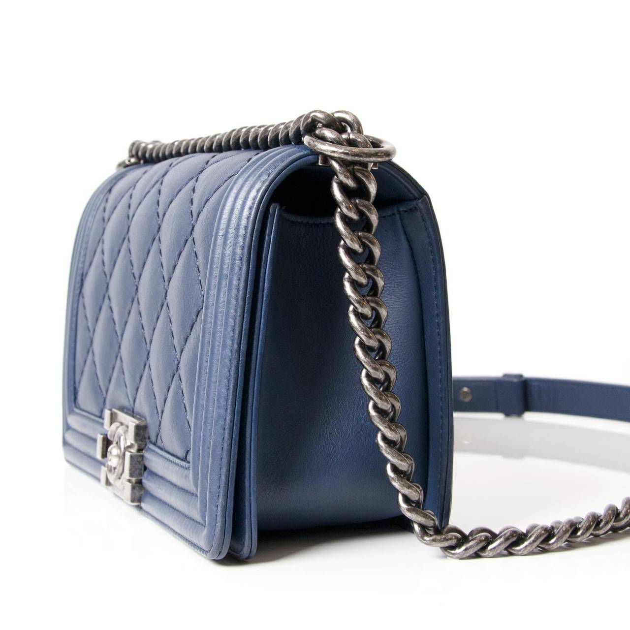 Blue Chanel Lambskin Medium Quilted boy bag. The dark blue Chanel Boy  Quilted Flap Bag 2af2d40de60e