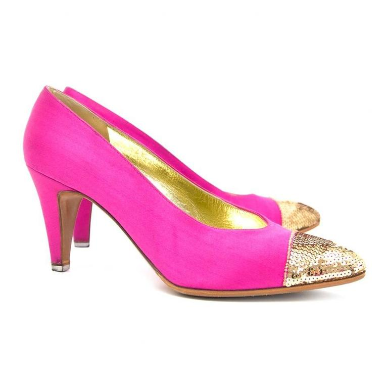 Finished in pink, and detailed with gold-toned sequins on the toes, make these Chanel pumps a true femininity. The heels have a comfortable height and contain a beautiful golden inside sole with Chanel logo.