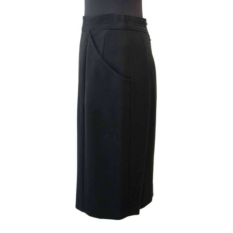 Very good condition  Chanel Black Woolen Skirt - Size: 38  This classic piece of In Good Condition For Sale In Antwerp, BE