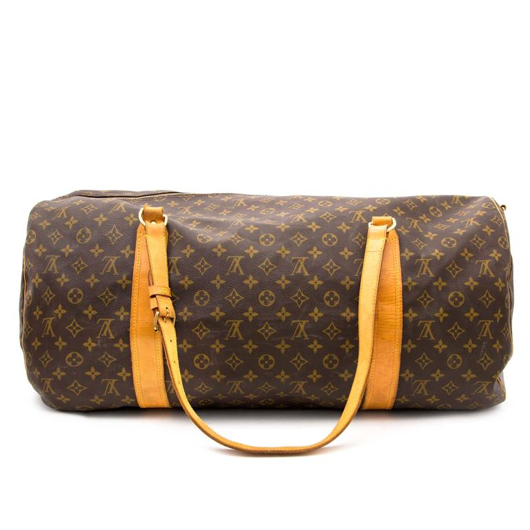 This lovely bag has some signs of wear on the leather and handles as you can see on the pictures and there is one missing stud but furthermore the bag is in good condition and the zipper works perfectly!   Louis Vuitton Monogram Polochon Travel