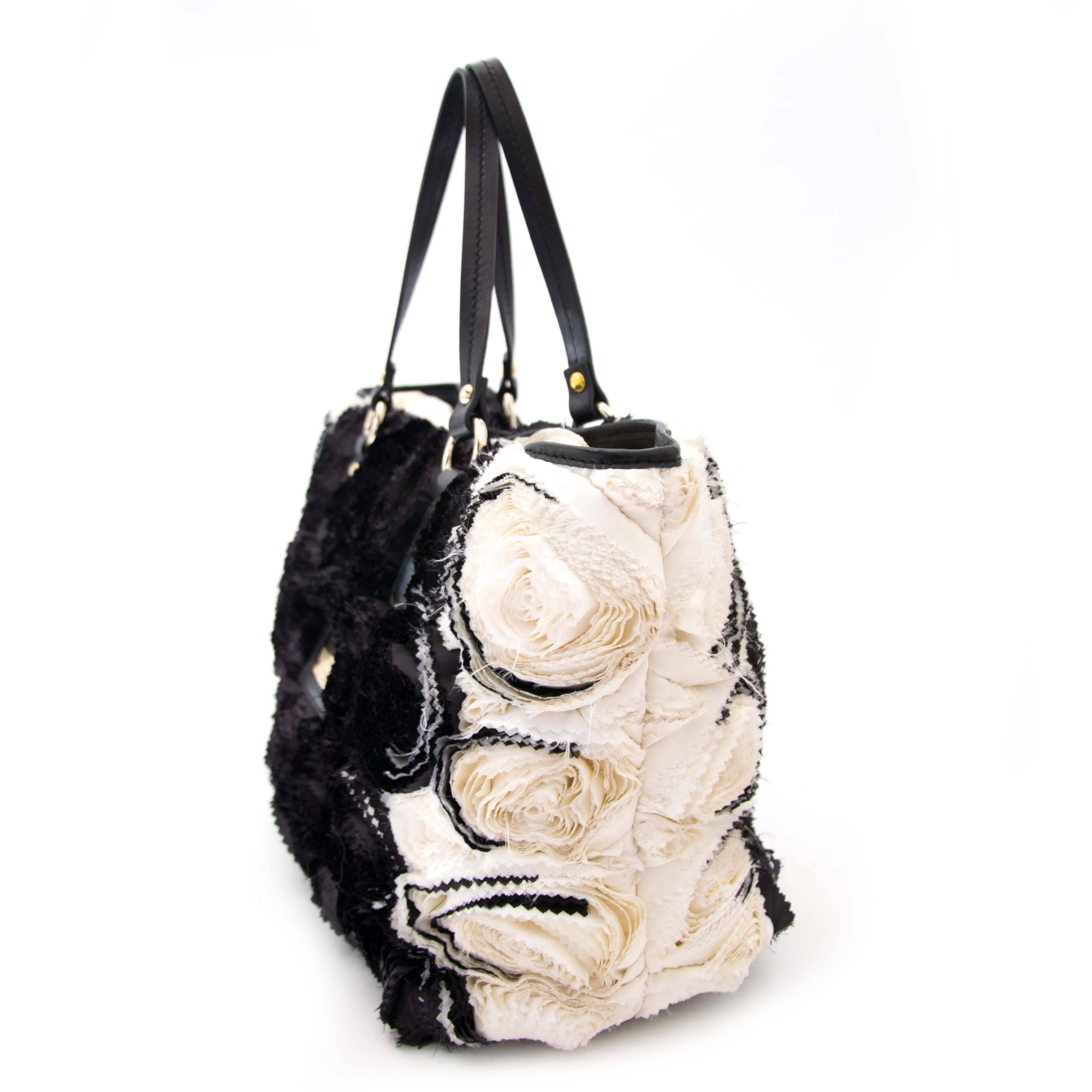 Valentino Rosette Black And White Shoulder Bag sgMCY