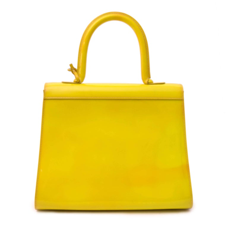 Delvaux Limited Patent Fluorescent Yellow Brillant closure Bag In Fair Condition For Sale In Antwerp, BE