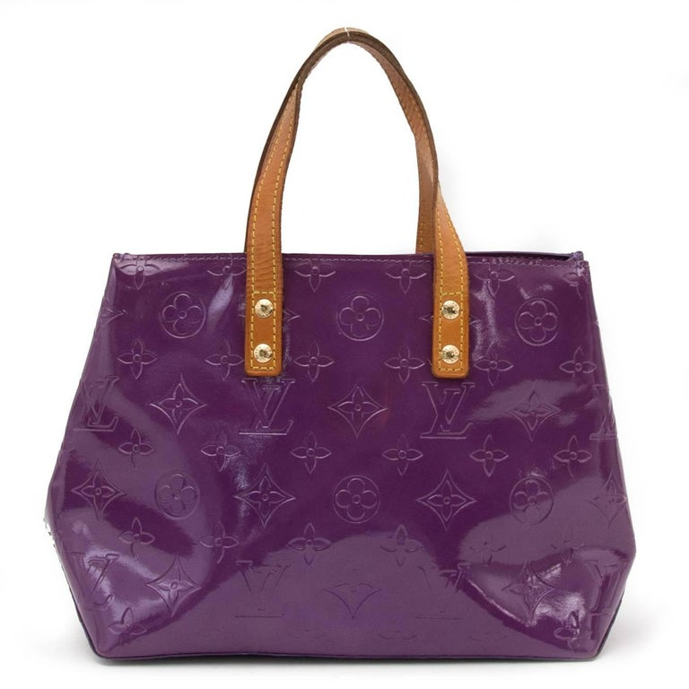 Very good preloved condition  Estimated retail price: €670,-  Louis Vuitton Vernis Reade PM Violette Top Handle Bag  This beautiful Louis Vuitton bag comes in violette monogram embossed coated leather with simple cowhide leather strap top