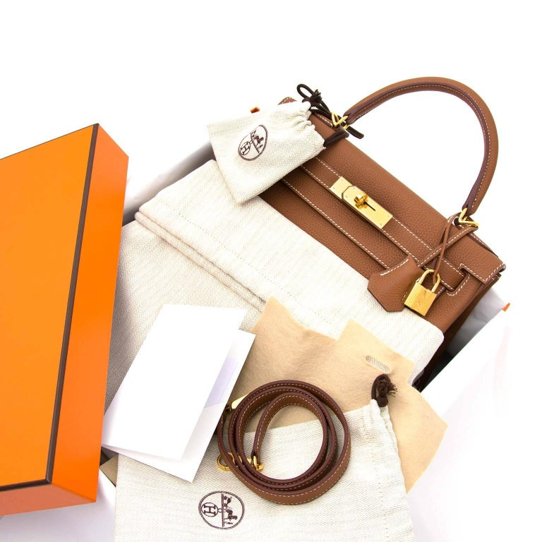 26e070cff482f Hermès Kelly 28 Togo Gold GHW For Sale at 1stdibs