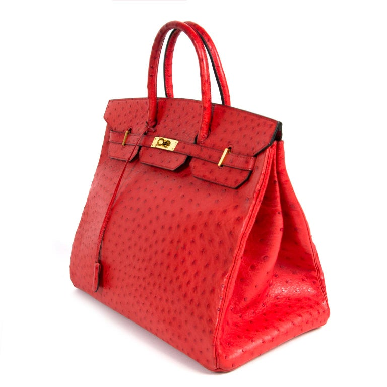 Hermès Birkin 40 Ostrich Bougainvillea PHW/ This absolutely fabulous bag is made from ostrich leather. Made with extreme craftmanship. This Hermès Birkin bag is a beautiful piece with a deep Bougainvillea red color. The bag features gold toned