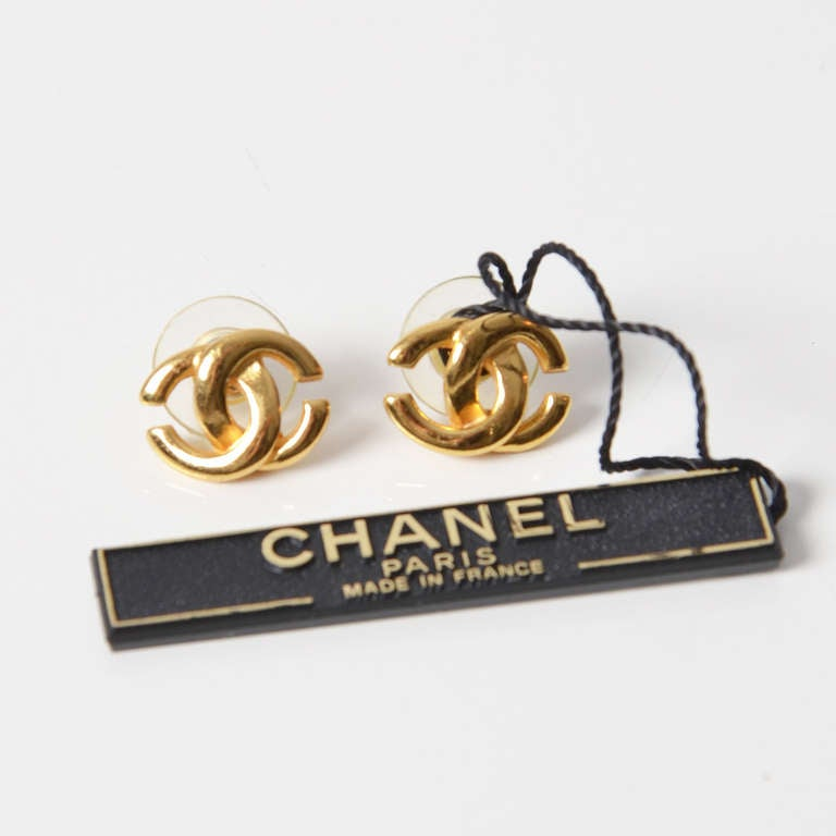 chanel gold cc stud earrings at 1stdibs