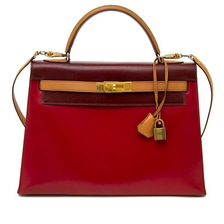 This Hermès Kelly tri color bag is a true collector's piece, very rare. This bag is made of smooth and glossy box calf leather, that is more ridged than the grainy leathers, the box calf leather is develops a highly desirable patina over time. This