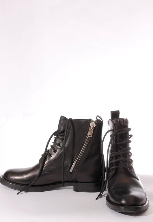 489200505d3 Saint Laurent Ranger Combat Zip Boots - black leather In Excellent  Condition For Sale In Baarn