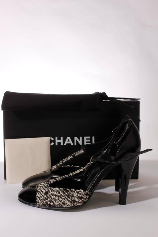 Chanel Pumps - black/white leather/tweed 4