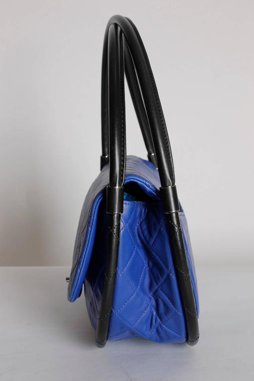 Chanel Hula Hoop Medium Bag Limited Edition - cobalt blue/black For Sale 1