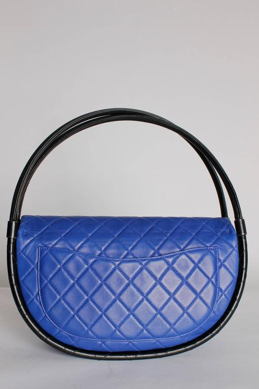 Women's or Men's Chanel Hula Hoop Medium Bag Limited Edition - cobalt blue/black For Sale