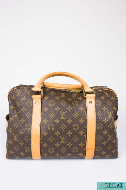 Weekend bag by Louis Vuitton, are we going to Rome or Barcelona?!  This LV Carry All bag has the perfect size; not too small, not too big. Also ideal as a sports bag, for example. The measurements are: W 42 cm, H 27 cm, D 24 cm. It isn't new, but