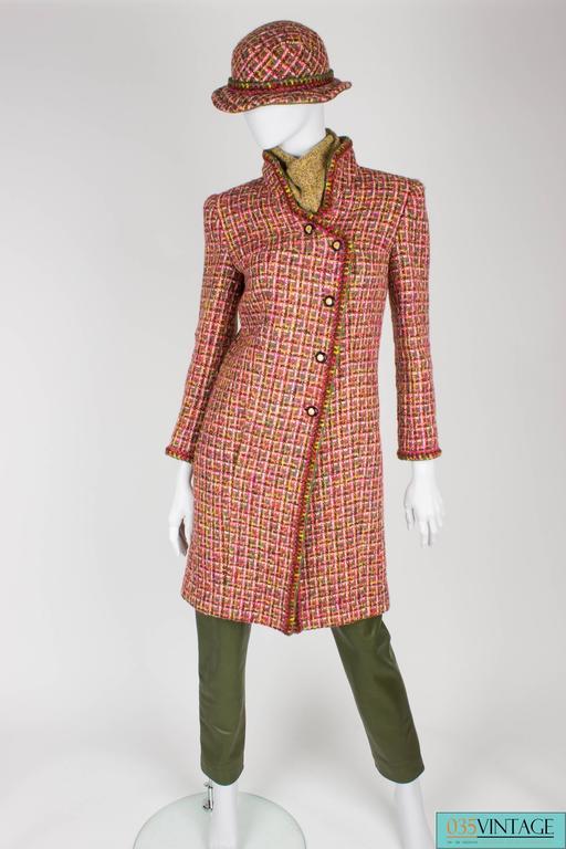 Women's or Men's Chanel 4-pcs Suit Coat, Hat, Pants & Top - pink/green bouclé 2001 For Sale