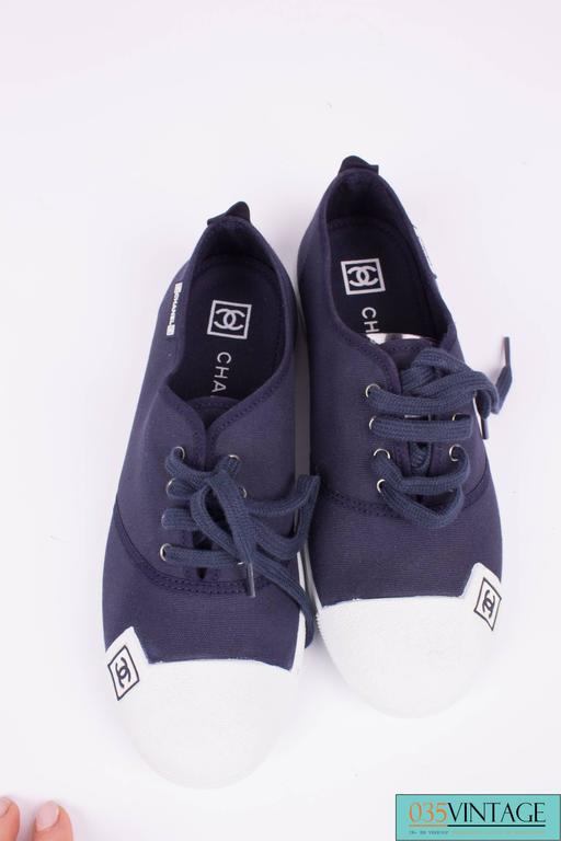 Chanel Sneaker Canvas - dark blue/white In Excellent Condition For Sale In Baarn, NL