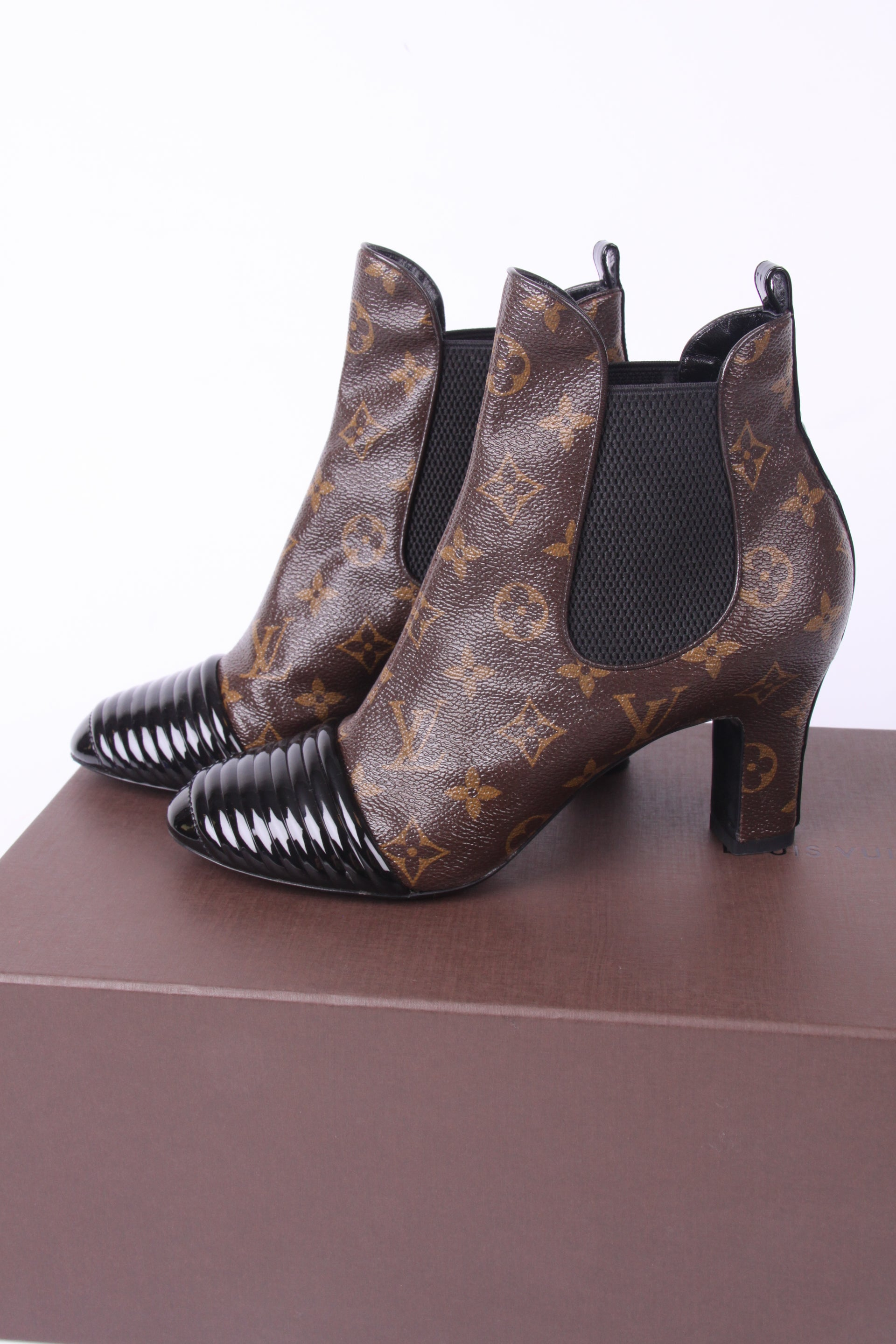 89094111e16 Louis Vuitton Revival Ankle Boot Monogram Canvas - brown and black at  1stdibs