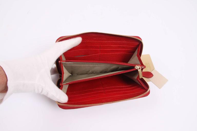 Burberry Zip Around Wallet - beige/black/red/white In New Condition In Baarn, NL