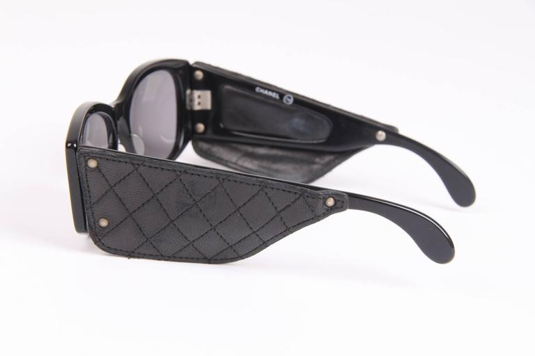 Vintage Chanel Sunglasses with Black Leather Quilted Temples - black In Good Condition For Sale In Baarn, NL
