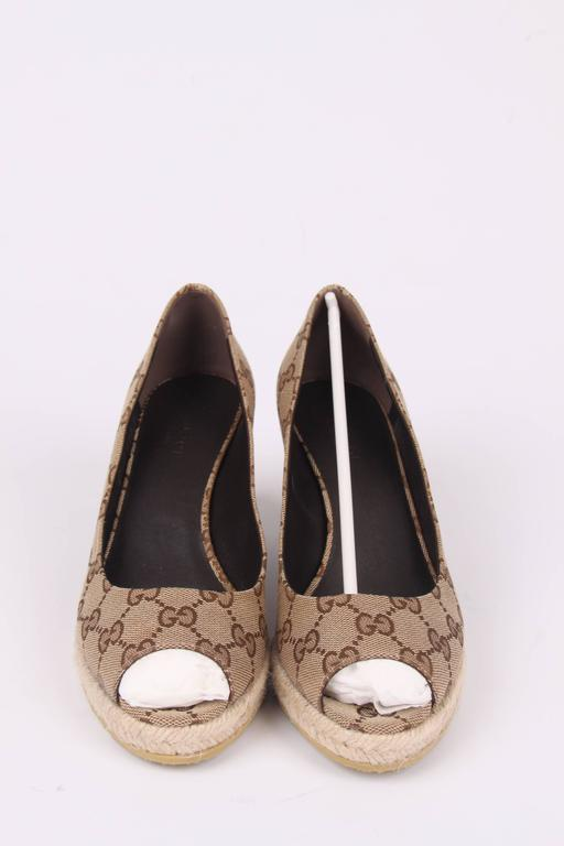 Beige Gucci Canvas Peep Toe Wedge Shoes - beige ebony For Sale