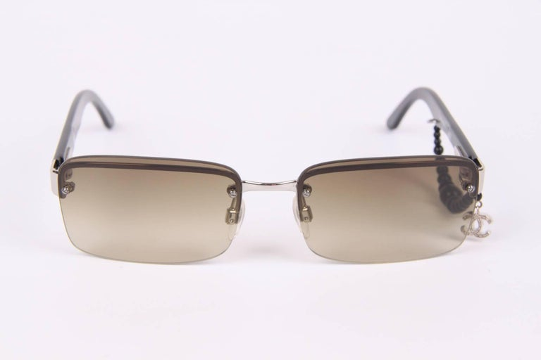 Chanel Sunglasses CC Charm - black In New Never_worn Condition For Sale In Baarn, NL