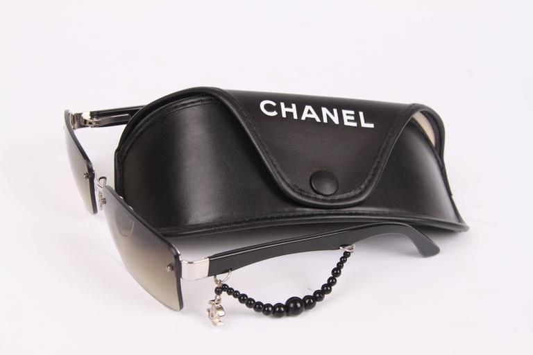 Women's Chanel Sunglasses CC Charm - black For Sale