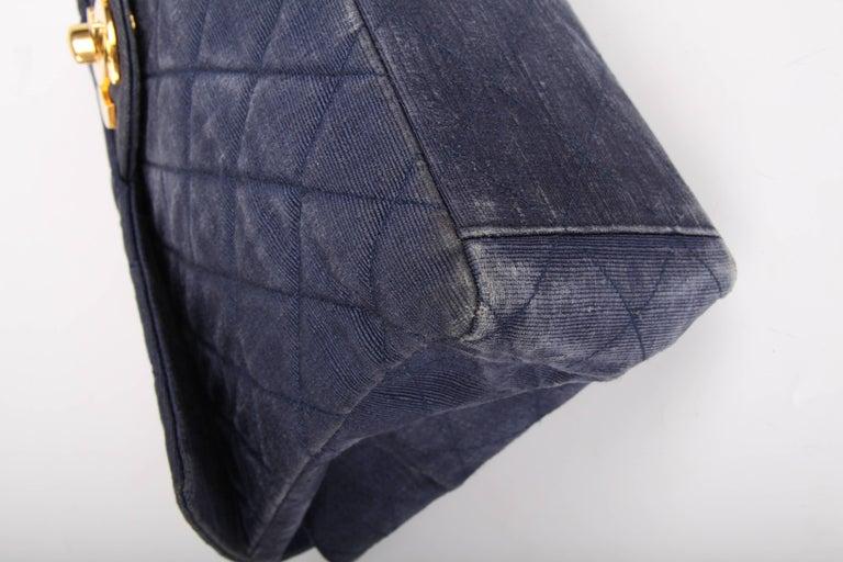 Chanel 2.55 Timeless Maxi Denim Single Flap Bag - blue 1991 For Sale 3