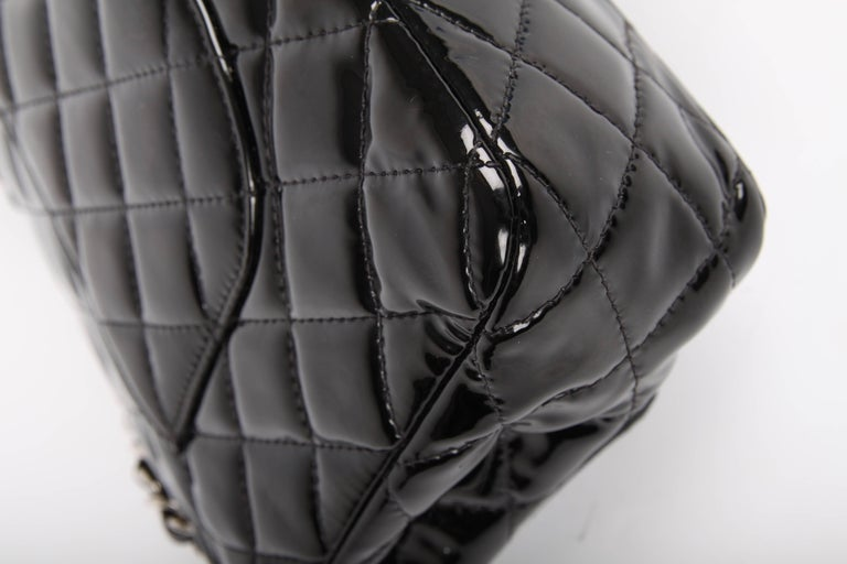Chanel 2.55 Timeless Medium Double Flap Bag Patent Leather - black For Sale 4