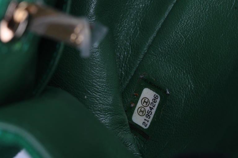 Chanel Scallop Quilted Small Pagoda Flap Bag - green suede For Sale 4