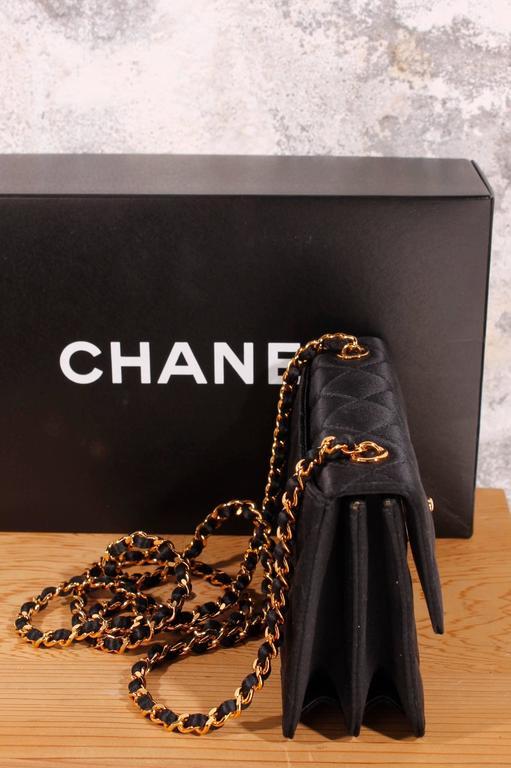 1998 Vintage Chanel clutch - black silk In New Condition In Baarn, NL