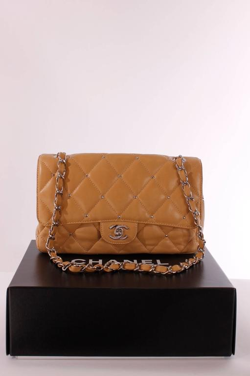 Classic bag by Chanel in camel coloured leather, this is a fantastic piece!